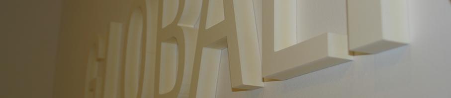 Letras recortadas de PVC blanco