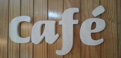 Letra corpórea recortada de madera tablero marino