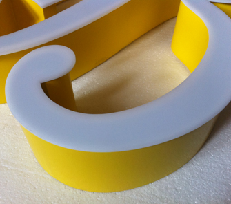 Letras corpóreas de aluminio iluminación frontal